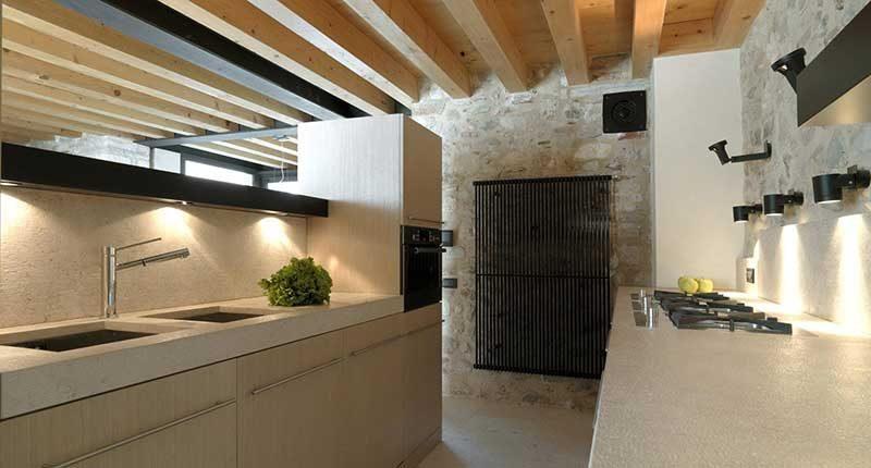 Cucina Moderna Con Tetto In Legno.Perche Scegliere Un Tetto In Legno Per La Tua Casa Albertani
