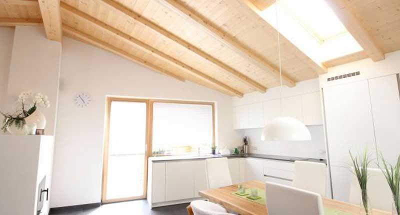 Amazing tetti in legno interni so56 pineglen - Interni case in legno ...