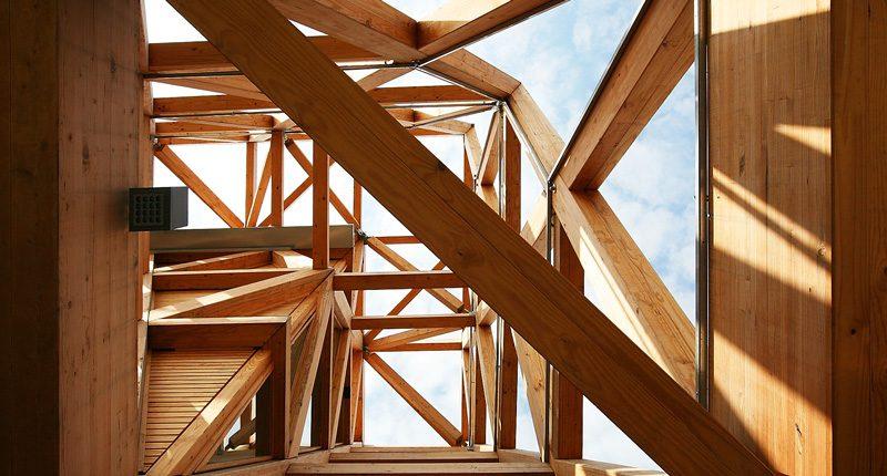 Grande struttura in legno Albertani Corporates